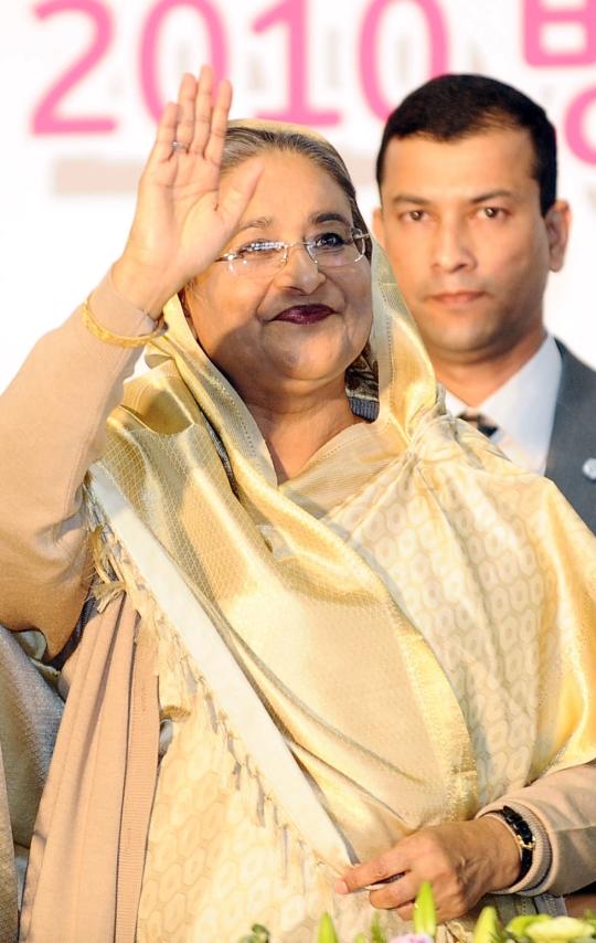 셰이크 하시나 방글라데시 총리가 2010년 5월 서울 장충체육관에서 열린 2010 방글라데시 페스티벌에서 교민들과 인사를 하고 있다. ⓒ뉴시스·여성신문