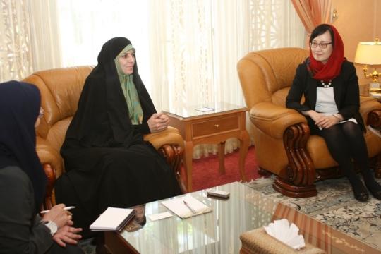이란 몰라베르디 부통령과 면담을 하고 있는 필자(오른쪽)