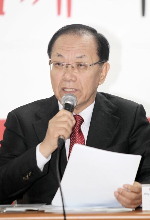황우여 교육부 장관이 8일 역사교육과 관련 국정교과서로 권위있게 가르쳐야 한다고 말했다. ⓒ뉴시스·여성신문