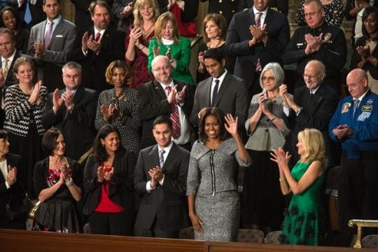 새해 국정연설 행사장에서 미셸 오바마는 맟벌이 여성, 외국인 이주민, 13세 소년 등 시민들과 함께 했다. ⓒOfficial White House Photo by Amanda Lucidon