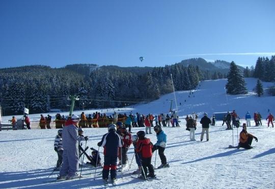 삿포로에서 관광객들이 스키를 즐기고 있다. ⓒWikipedia