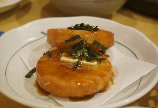 삿포로의 한 일식집에서 나온 감자 요리들. 버터 통감자구이(위), 이모모찌(아래) ⓒ민원석