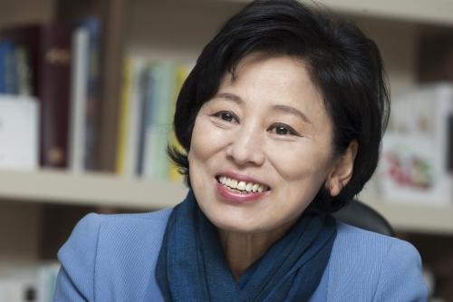 남인순 새정치민주연합 의원이 1일 여성신문과 만나 사회적 이름 남윤인순에서 남인순으로 바꾼 이유를 설명했다.