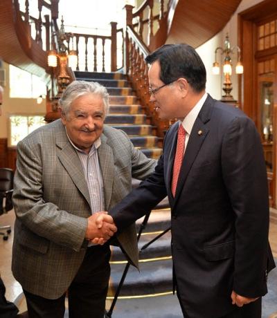 우루과이를 공식 방문중인 정의화(오른쪽) 국회의장이 지난 2014년 10월 6일 오후(현지시각) 대통령관저에서 호세 무히카(Jose Mujica) 대통령을 만나 인사를 나누고 있다.gabapentin generic for what gabapentin generic for what gabapentin generic for whatsumatriptan 100 mg sumatriptan 100 mg sumatriptan 100 mg