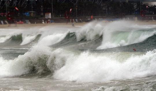 제15호 태풍 고니의 영향권에 접어든 25일 오전 부산 해운개해수욕장에 거센 파도가 몰아치고 있다.sumatriptan patch http://sumatriptannow.com/patch sumatriptan patch