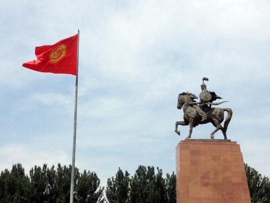 비쉬켁 도심에 서있는 마나스 동상. ⓒ김경애