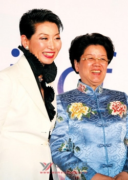 중국 여성계를 대표하는 첸질리 중국인민회의 부의장이자 중국여성연합 회장과 함께 한 김성주 회장. 그는 중국 시장에서 여성 중소기업의 글로벌 기업 가능성을 보고 있다.