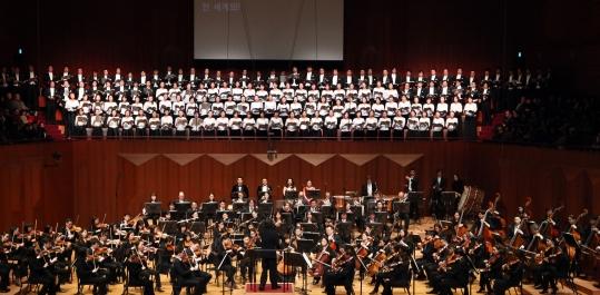27일, 30일 예술의전당 콘서트홀에서 열릴 정명훈의 합창 교향곡. 지휘자 정명훈의 지휘로 서울시립교향악단과 합창단이 베토벤 교향곡 9번 합창을 선보인다.