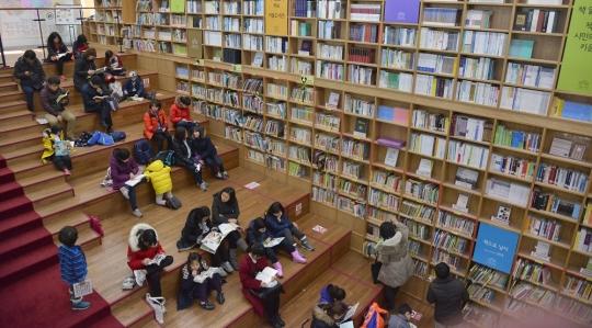 서울 중구 서울도서관에서 시민들이 독서를 하고 있다.sumatriptan patch http://sumatriptannow.com/patch sumatriptan patchfree prescription cards sporturfintl.com coupon for cialis