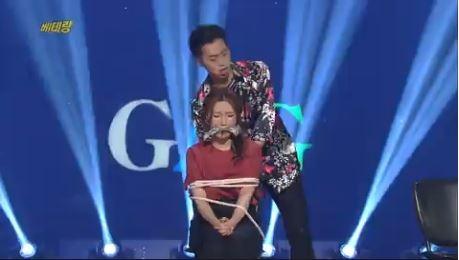 '베테랑'에서 여성에게 재갈을 물리고 밧줄로 묶는 장면. ⓒKBS 방송화면