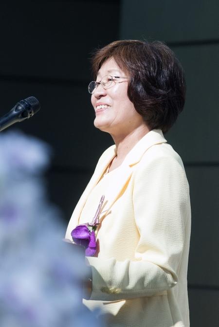 """한국과 아시아의 첫 여성학 교수인 장필화 교수는 고별 강연에서 """"이화의 여성학 운동가로 살아갈 수 있도록 뜨거운 사랑과 소중한 경험을 나눠준 이들께 깊은 감사의 인사를 드린다""""고 말했다. ⓒ이정실 여성신문 사진기자"""
