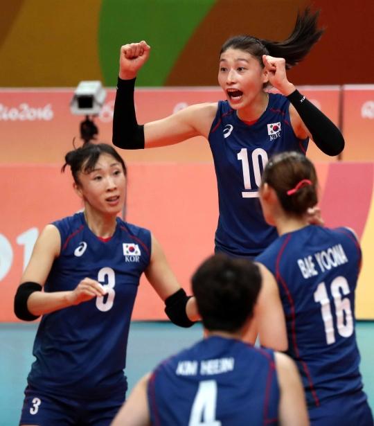 13일(한국시간) 브라질 리우데자네이루 마라카낭지뉴에서 열린 2016 브라질 리우올림픽 여자 배구 예선A조 대한민국과 브라질의 경기, 한국 대표팀 김연경이 득점에 성공하자 기뻐하고 있다. ⓒ뉴시스·여성신문