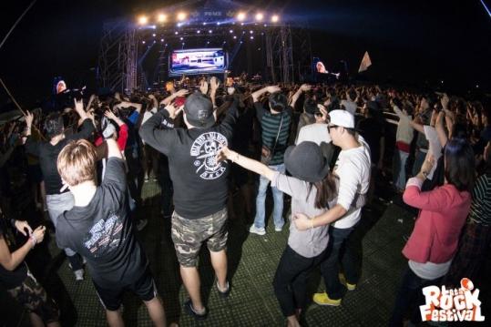 작년 렛츠락 페스티벌에서 사람들이 공연을 즐기고 있다 ⓒ렛츠락 페스티벌 공식 페이스북