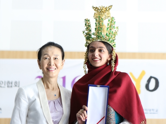 한미영 세계여성발명·기업인협회 회장과 2016 세계 청소년올림피아드 그랑프리 수상자. ⓒ세계여성발명·기업인협회