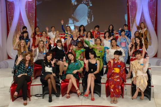 """2009년 11월 KBS 2TV '미녀들의 수다'에 출연한 외국인 출연자들. 당시 이 프로그램은 """"키 작은 남자는 루저""""라는 대학생 발언으로 물의를 빚었다. ⓒ뉴시스·여성신문"""