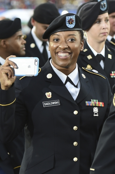 국군 체육부대 메인스타디움에서 열린 2015 경북문경 세계군인체육대회 개회식에 참가한 미국 여군. ⓒ뉴시스ㆍ여성신문
