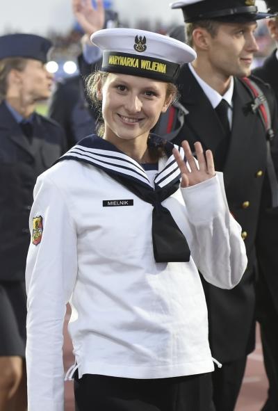 손 흔드는 폴란드 여군. ⓒ뉴시스ㆍ여성신문