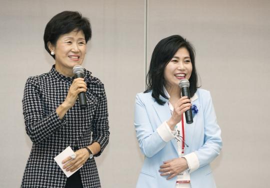 9월 1일 서울 서초구 JW메리어트에서 열린 세계여성이사협회 한국지부 발족식에서 손병옥, 한경희 공동대표가 환영사를 하고 있다. ⓒ이정실 사진기자