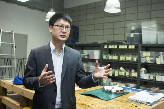 크리스토퍼 한 SAP코리아 앱하우스 센터장이 앱하우스 메이커룸에서 공간을 설명하고 있다. ⓒ이정실 사진기자