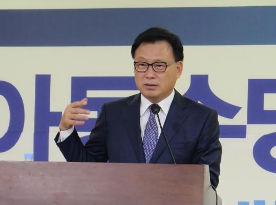 박광온 더불어민주당 의원이 26일 국회 의원회관에서 개최된 '아동수당 도입을 위한 토론회'에서 환영사를 하고 있다. ⓒ박광온 의원실