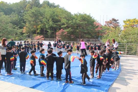 18일 국립춘천박물관에서 진행된 춘천 공·사립유치원 2두레 연합 유아체험활동 모습. ⓒ춘천교동초 병설유치원