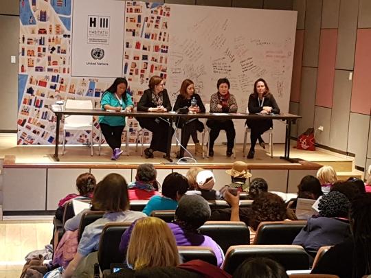 강경희(오른쪽 둘째) 서울시여성가족재단 대표는 지난 17~20일 열린 유엔 해비타트 3차 총회의 특별세션에서 서울시의 여성안심택배, 범죄예방디자인(CPTED) 등 여성안전 정책과 여성의 참여 확대를 통한 안전정책 사례를 알렸다. ⓒ서울시여성가족재단