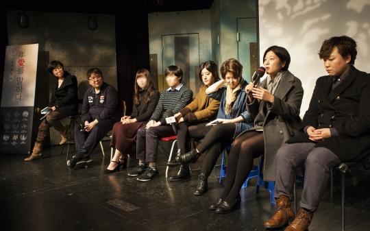 12월 10일 서울 대학로 아츠플레이씨어터에서 열린 '2016 청년포럼'에 참여한 연사들이 관객의 질문에 답하고 있다. ⓒ이정실 사진기자