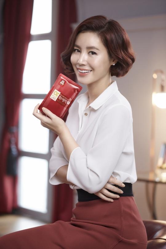 KGC인삼공사 '정관장'은 여성전용 홍삼 브랜드인 '화애락'을 출시해 갱년기·중년 여성을 위한 홍삼제품들을 선보이고 있다. ⓒKGC인삼공사