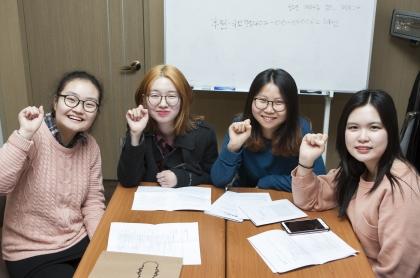 지혜, 봄다, 혜민, 태양(왼쪽부터)씨는 청소년, 여성, 소녀에게 정해져있는 정상성의 규범과 정의를 깨고 싶다고 입을 모았다. ⓒ이정실 사진기자