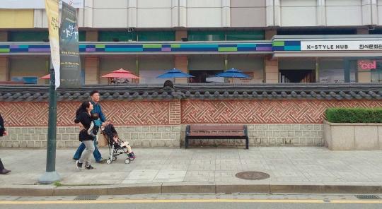 한국관광공사 서울센터 앞 보행로
