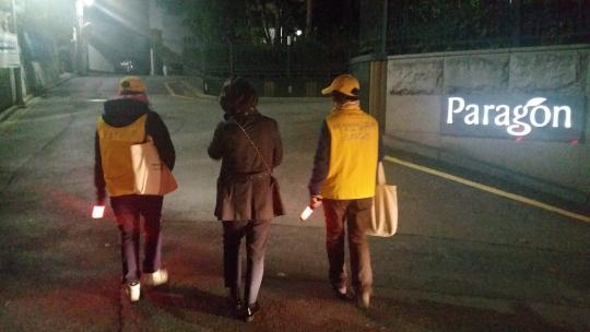 서울 서초구는 여성과 아이들의 안심귀가를 위한 반딧불이 사업 순찰 인원을 약 1.5배 늘렸다. ⓒ서울 서초구