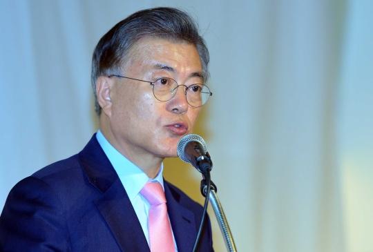더불어민주당 문재인 전 대표가 지난 16일 서울 을지로 페럼타워에서 새로운 대한민국, 성평등으로 열겠습니다를 주제로 열린 대한민국 바로세우기 제7차 포럼에서 성평등 정책 관련 기조연설을 하고 있다.