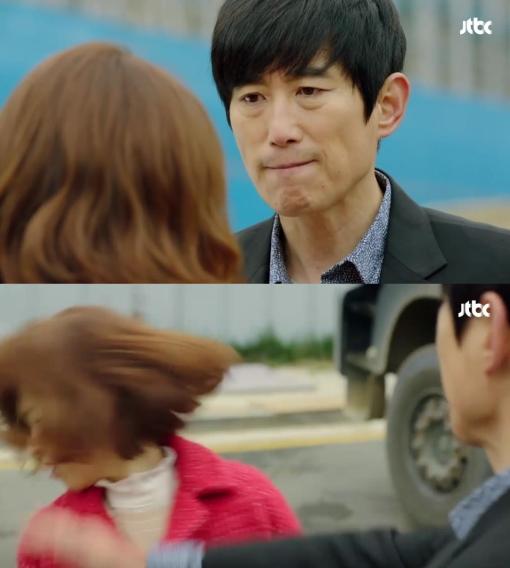 남자들은 '자신에게 대드는' 봉순을 얕잡아보며 욕을 하거나 물리적 폭력을 가한다. 해당 장면은 깡패 김광복(김원해)이 봉순의 뺨을 때리는 모습. ⓒJTBC '힘쎈여자 도봉순' 방송 영상