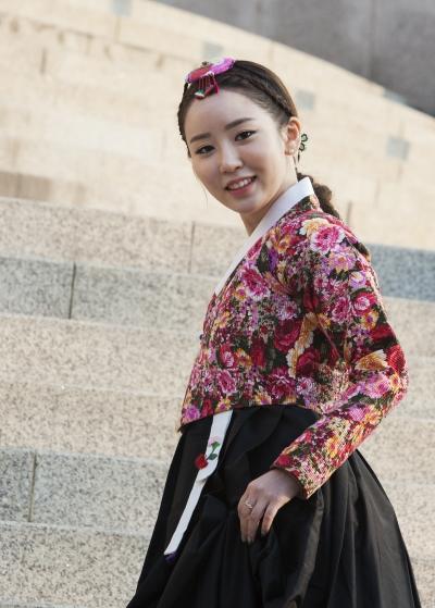 한국화가 김현정씨 ⓒ이정실 여성신문 사진기자