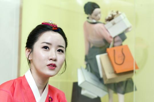 """한국화가 김현정 작가는 """"학교 다닐 땐 여자 친구들이 대부분을 차지하지만, 필드로 나오면 유명한 사람들은 거의 다 남자""""라며 """"언젠가부터 여성 화가로서 사명감을 가지게 됐다""""고 말했다. ⓒ이정실 여성신문 사진기자"""