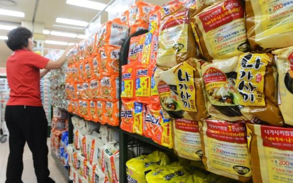삼양식품이 다음달 1일부터 삼양라면을 비롯한 12개 브랜드 제품의 권장 소비자가격을 평균 5.4% 인상한다. ⓒ뉴시스·여성신문