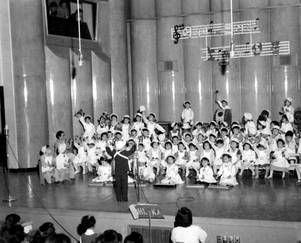 1958년 어머니날 기념 공연 모습. ⓒ국가기록원