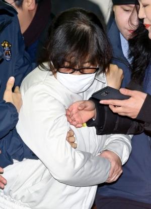 박근혜 대통령과 공모해 국정을 농단한 혐의 등으로 구속 기소된 최순실씨 ⓒ뉴시스·여성신문