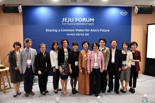 여성가족부 산하 한국양성평등교육진흥원은 지난 1일 제주포럼과 연계해 '조직 혁신을 위한 여성리더십 역량강화'를 주제로 제14회 국제심포지엄을 열었다. ⓒ한국양성평등교육진흥원