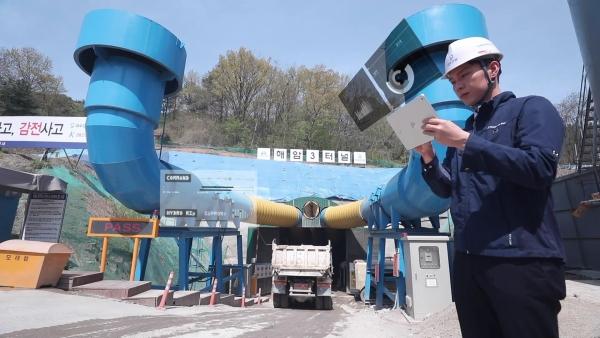 대우건설 서해선철도4공구현장에서 '실시간 위치기반 장비관리'기술을 적용하는 장면 ⓒ대우건설