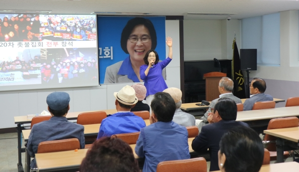 지난 15일 오후7시 서울 성북구 돈암2동 주민센터에서 지역 국회의원인 더불어민주당 유승희 의원(3선)의 의정보고회가 개최됐다. ⓒ유승희 의원실