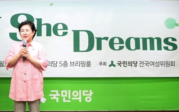 신용현 국민의당 전국여성위원회 위원장이 17일 오후 서울 여의도 국민의당 브리핑룸에서 열린 여성핵심당원 혁신 릴레이 '쉬드림스(She Dreams)'에 참석, 개회사를 하고 있다. ⓒ이정실 여성신문 사진기자
