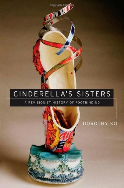 도로시 고의 저서 『Cinderella`s sisters : a revisionist history of Footbinding』. 전족이 표지를 장식하고 있다.