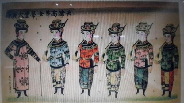 런던 대영박물관에 전시돼 있는 체조훈련을 하는 청말의 톈진여자고등학당 학생들을 묘사한 그림. ⓒ필자 촬영