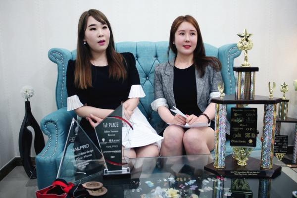 'IBS 네일프로 컵' 대회에서 각각 4개 부문, 3개 부문을 수상한 이세희 강사(왼쪽)와 박세미나 수강생 ⓒMBC아카데미뷰티스쿨