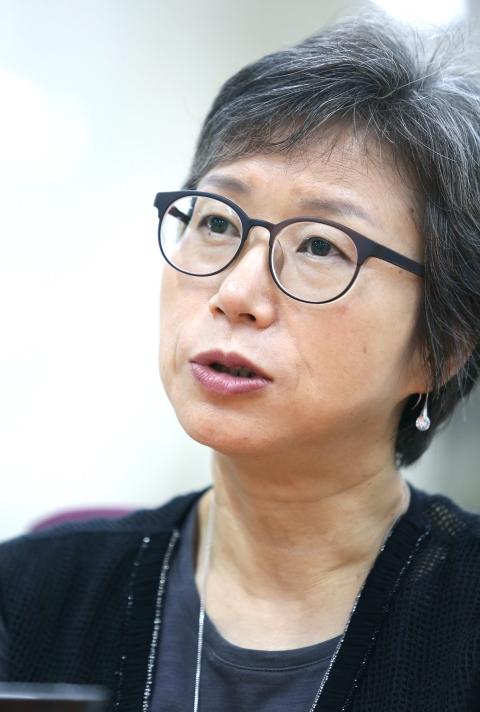 『세 여자 1·2』를 발간한 조선희 작가. ⓒ이정실 여성신문 사진기자