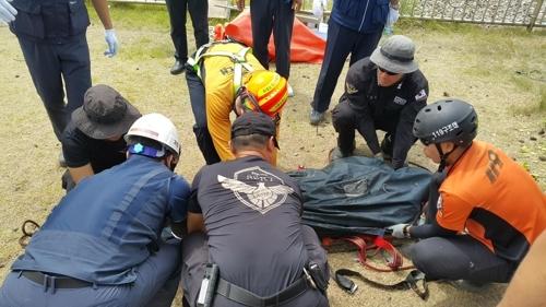 맨홀에 빠져 실종된 협력업체 직원이 이틀 만에 발견됐다. ⓒ울산해경