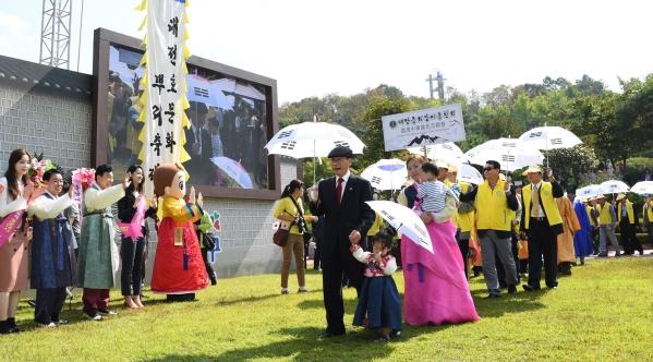 '대전효문화뿌리축제'가 오는 22일부터 24일까지 3일간 '효!월드' 뿌리공원과 원도심 일원에서 열린다. ⓒ대전중구청