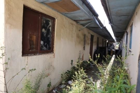 아메리카 타운내 여성들이 거주했던 숙소. 현재는 많이 철거되고 폐허로 남은 상태다.