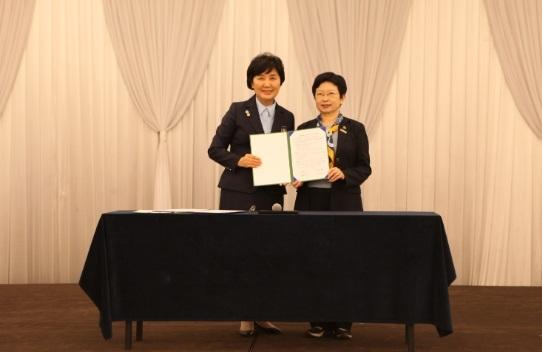 한국걸스카우트연맹은 지난 13일 한국걸스카우트연맹 창립71주년기념 지도자전국대회 기념식에서 국립중앙의료원과 업무협약을 체결했다. ⓒ한국걸스카우트연맹 제공